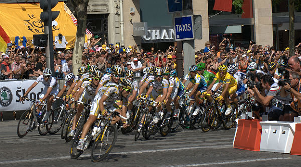 2009-TDF-Team-Columbia-Paris-1.jpg
