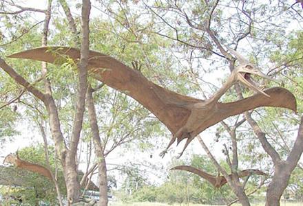 pterosaurus-statue-1.jpg